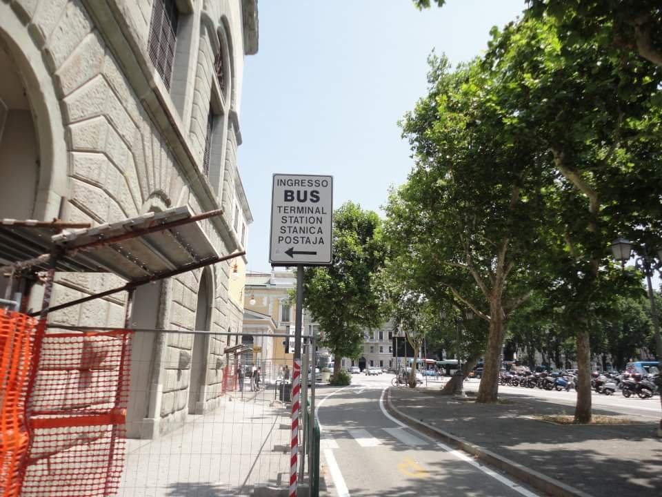 Idioma esloveno na placa em Trieste