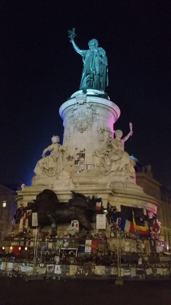 Dica de O que fazer em Paris: Monumento na Place de la Republique.
