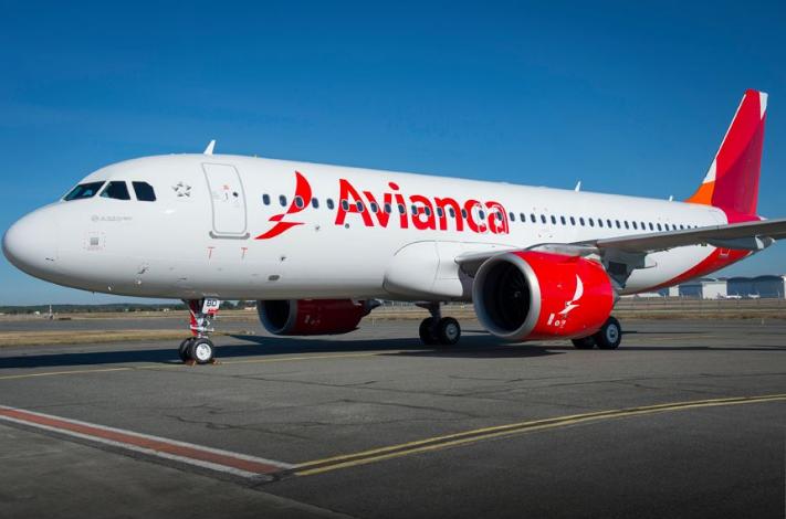Aeronave Avianca modelo A320. Azul lança proposta de aquisição de parte da Empresa.