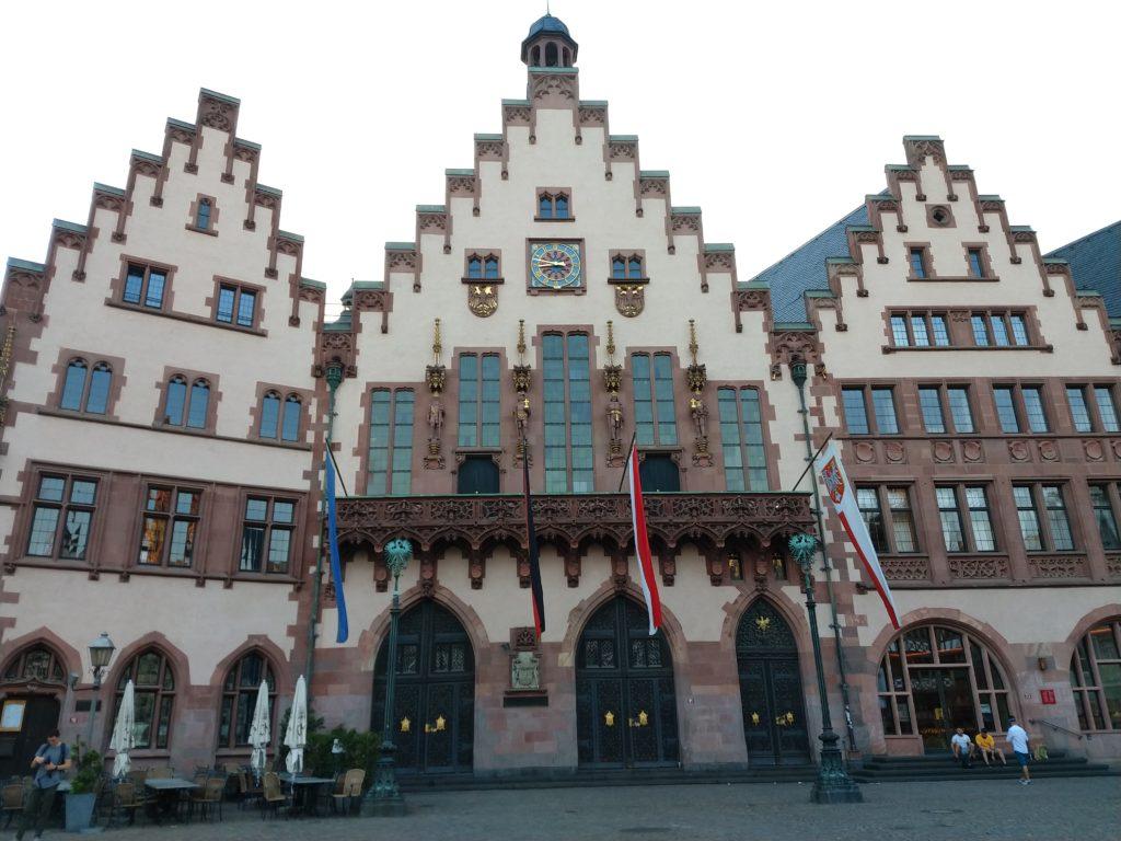 Frankfurt, uma das opções para um roteiro de viagem à Alemanha.